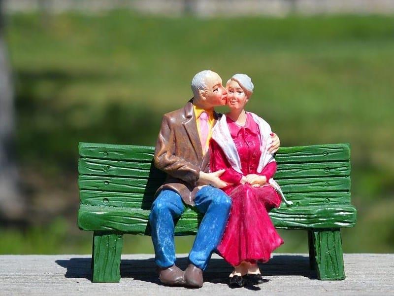 Immobilie plus Rente bedeuet Verkauf mit Nießbrauch zur Aufbesserung der Rente und Verteilung des Erbes