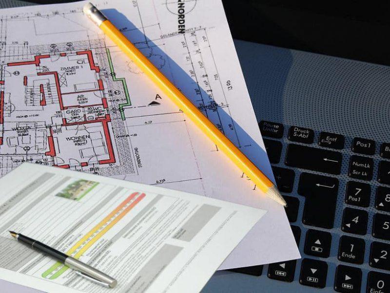 Baupläne und Energieausweis beim Immobilienverkauf