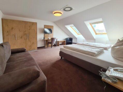 """Großes möbliertes 1-Zimmer-Apartment """"All-Inclusive"""" mit separater Küche – Mindestmietdauer: 1 Monat, 85579 Neubiberg, Apartment"""