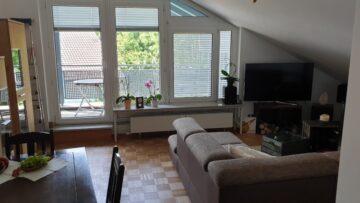 Stilvolle und gepflegte 3-Zimmer-Dachgeschosswohnung mit Balkon, Einbauküche und Gäste-WC, 82041 Deisenhofen, Dachgeschosswohnung